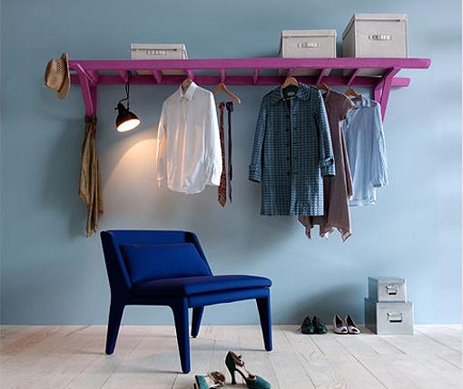 Arara de roupa de escada