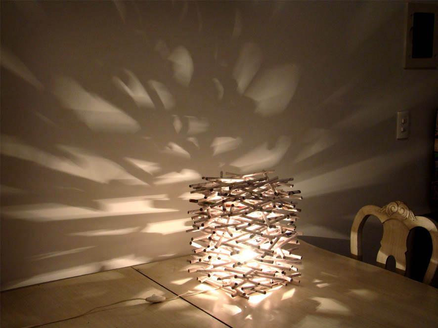 Luminária feita com jornal