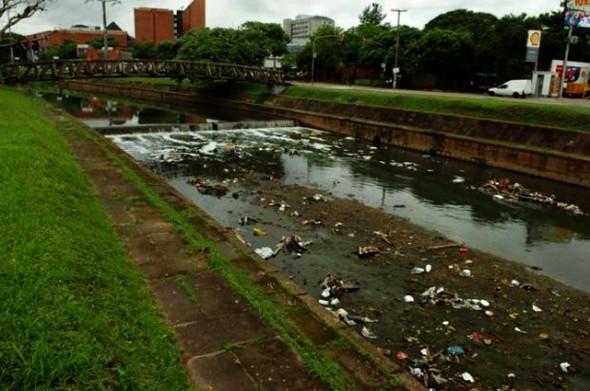 Rio poluído