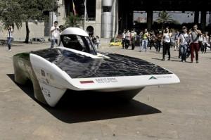 Primavera: um carro movido à energia solar