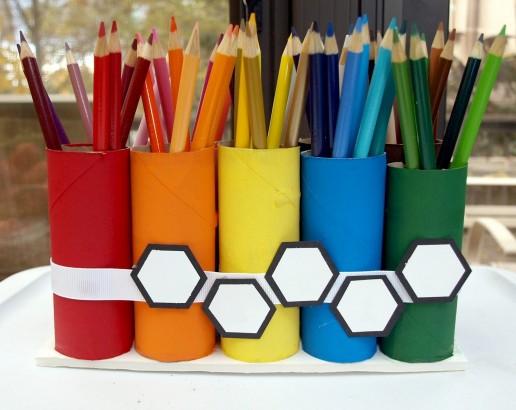 Porta-lápis feito de rolo de papel