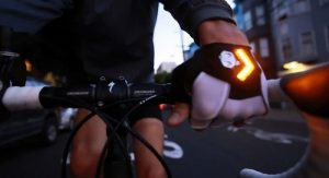 luvas sinalizadoras para ciclistas