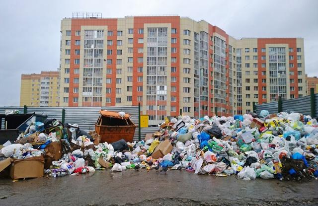 foto de rua cheia de lixo