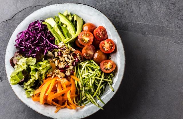 foto de prato com salada