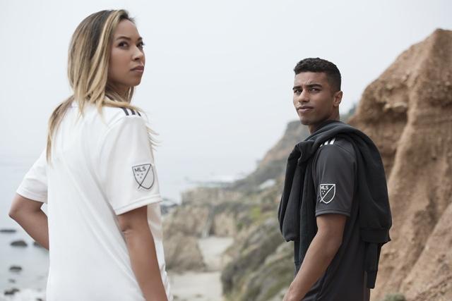 """Edição limitada de camisetas faz parte da campanha """"A World Wuthouth  Plastic Pollution"""" 3ff5265304b85"""